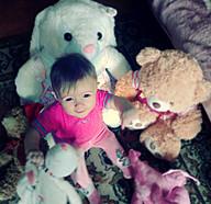 Любимая доча и ее  плюшевые друзья=)